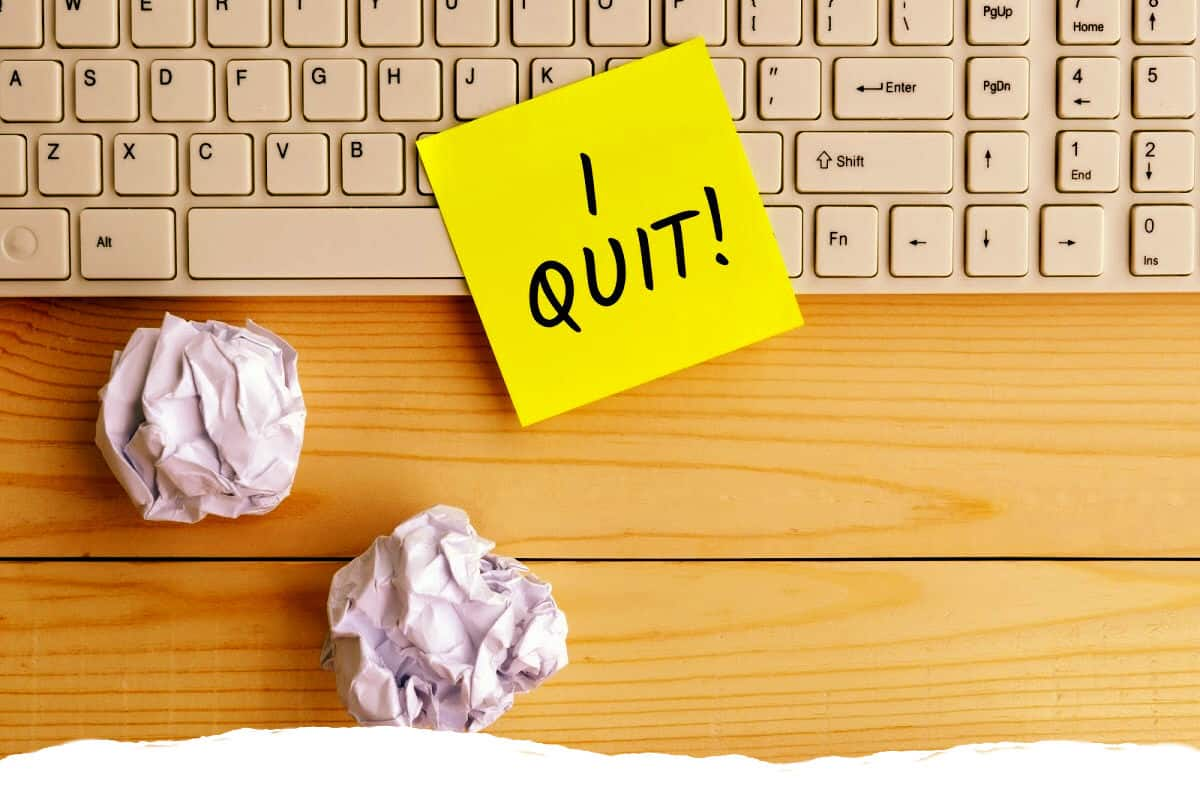 Read more about the article When to Pivot vs. Pull the Plug – The Truth About Quitting